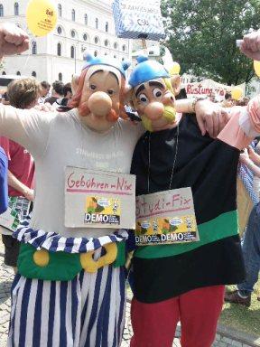 Estudiantes protestaron con mucho humor en Munich